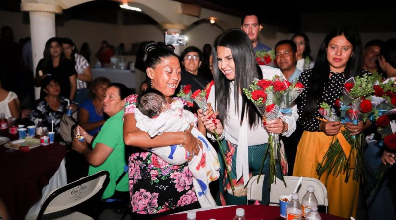 Alcaldesa ofrece convivio con Comité de Participación Ciudadana de Ampliación Santa Rosa
