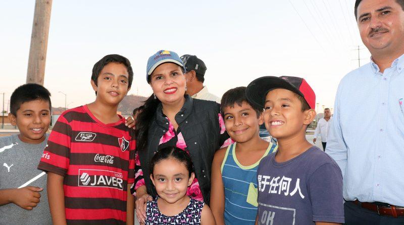 Alcaldesa de Los Cabos escucha de cerca las necesidades de Vecinos De Villas La Joya