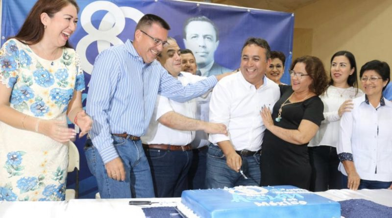 Pancho Pelayo festejado en ceremonia de aniversario 80 del PAN