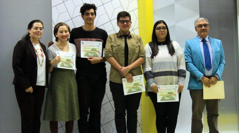 Premian a ganadores de los concursos literarios de la UABCS
