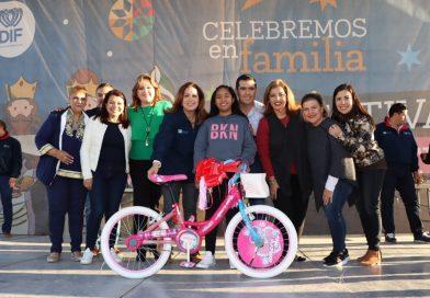 Celebra SEDIF a las familias de La Paz en el festival de Día de Reyes