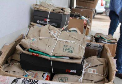 Dota OOMSAPAS La Paz con uniformes, herramientas de seguridad y productos de higiene a sus trabajadores