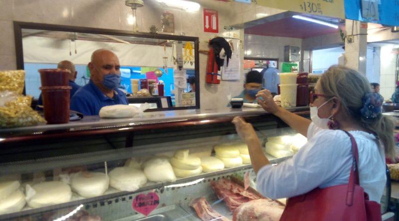 Implementan nuevas medidas en mercados municipales y rastro de La Paz
