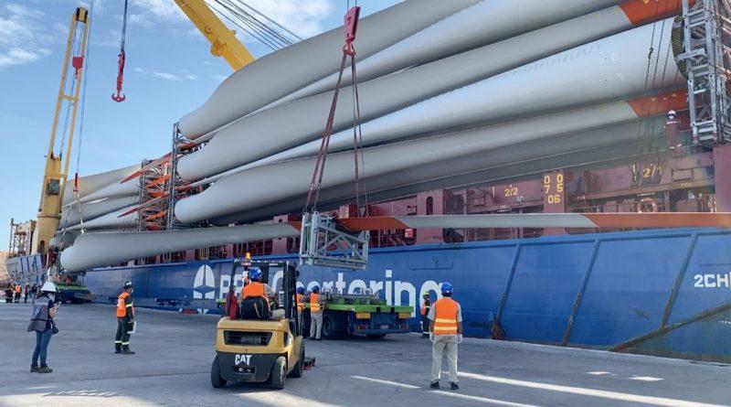 Llega buque con turbinas para parque eólico Coromuel: APIBCS