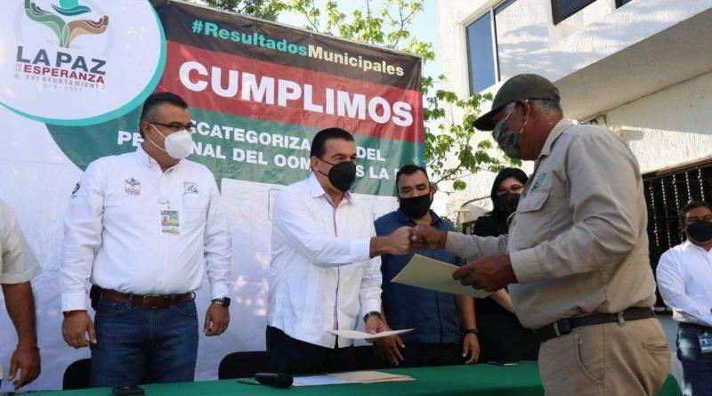 Reconoce Rubén Muñoz a trabajadores del OOMSAPAS La Paz.