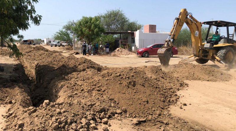 OOMSAPAS La Paz continúa con la ampliación de red en la colonia Valle Dorado; beneficiará a 130 familias