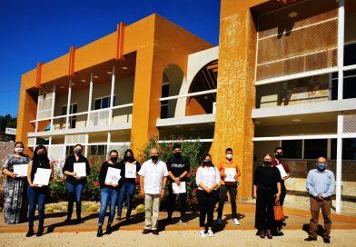 Reconoce UABCS Los Cabos a estudiantes destacados en eventos académicos nacionales e internacionales